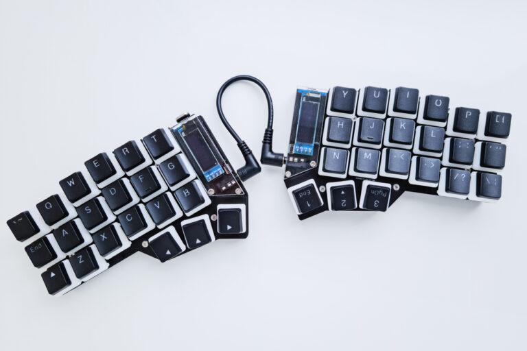 Ergonomische Tastatur mit zwei Teilen für maximale Bewegungsfreiheit beim Tippen
